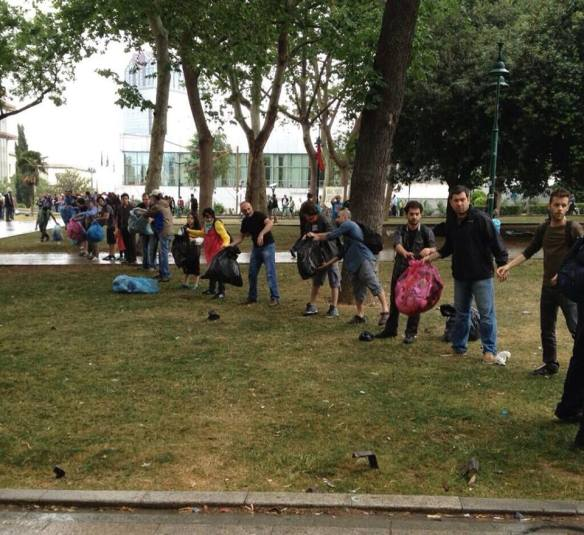 Voluntarios en el parque Gezi