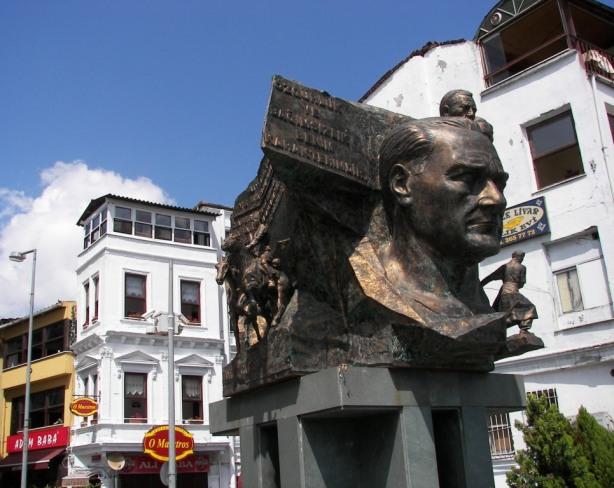 Estatua Atatürk
