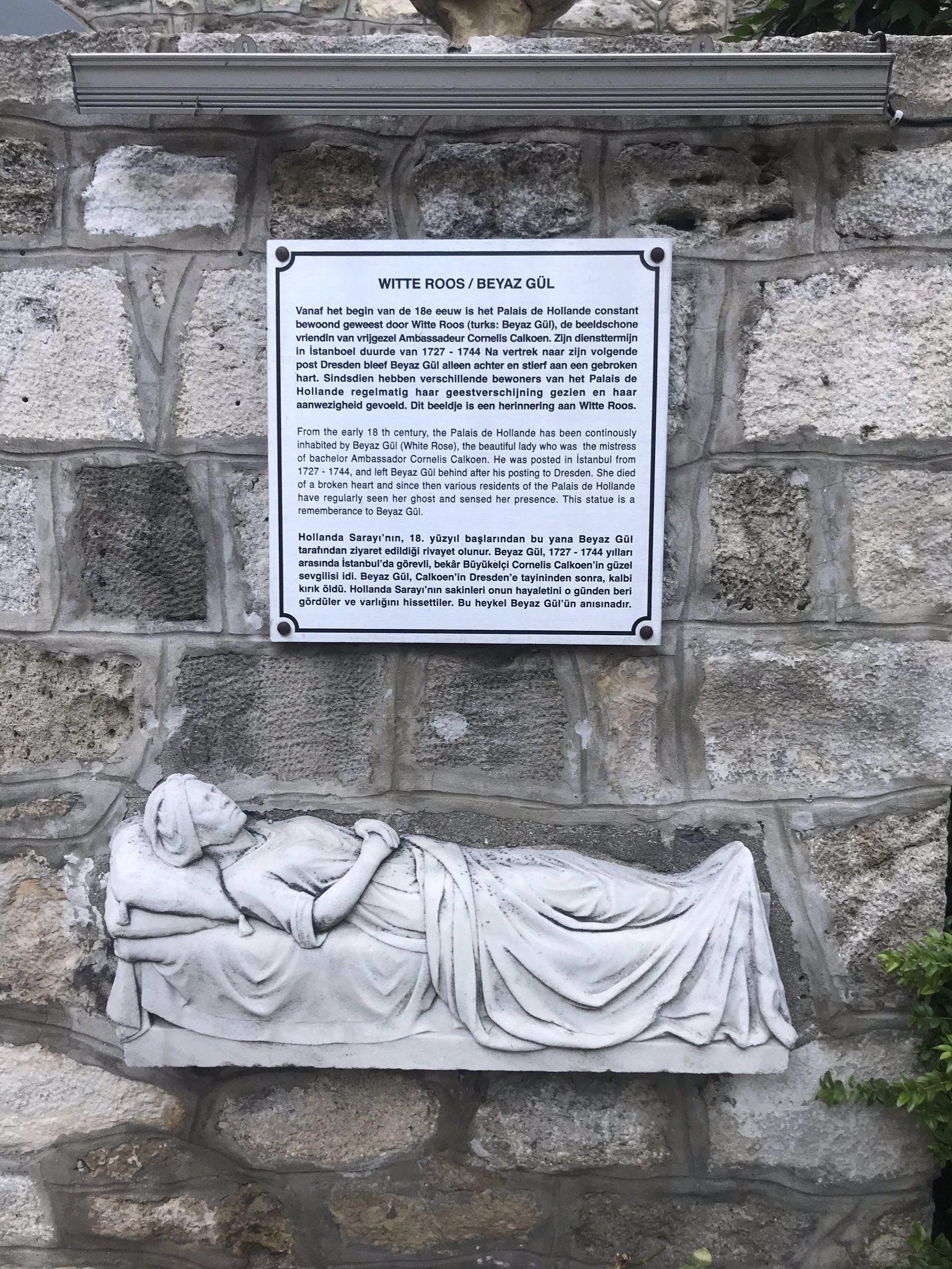 Estatua de Beyaz Gül